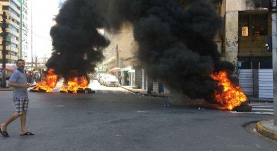 Terceiro dia de protestos de ambulantes fecha comércio no Centro