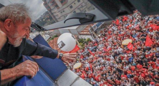 Ministro do TSE suspende propaganda do PT com Lula candidato