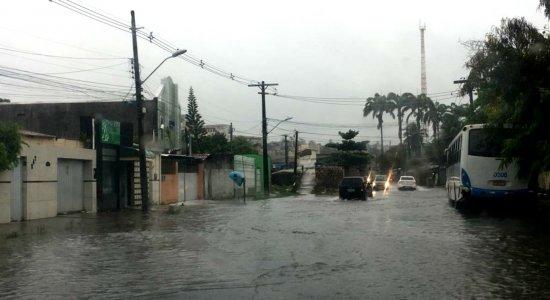 Chuvas e alagamentos deixam moradores da RMR em estado de alerta
