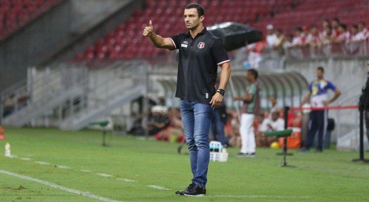 Júnior Rocha parabenizou os jogadores pelo desempenho em campo