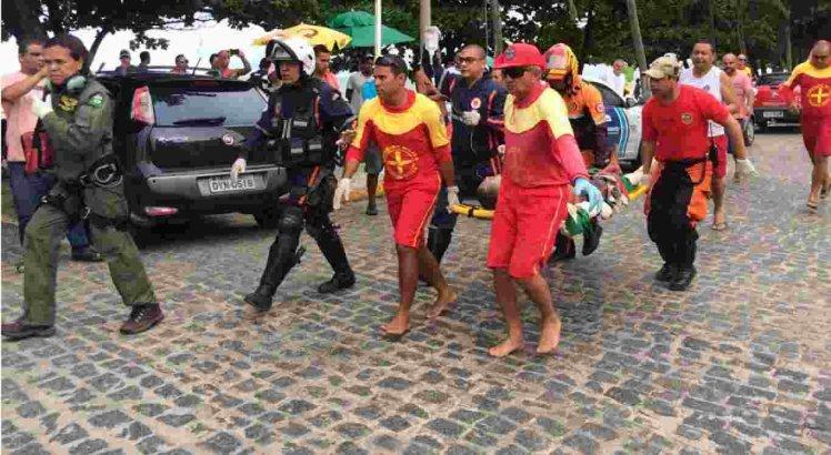 A vítima foi levada para o HR no centro do Recife.
