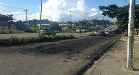 Gari morre em colisão entre carro e caminhão de lixo, em Olinda