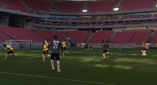 PC Gusmão observa treinamento e faz mudanças na equipe titular