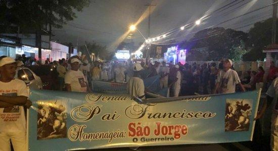 Procissão de São Jorge atrai fieis no Recife