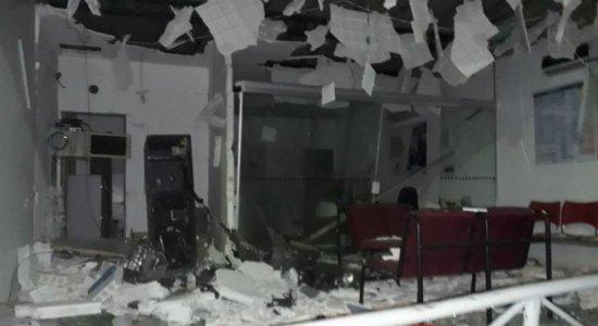 Grupo explode agência do Bradesco em Jucati e foge em carro modelo S10