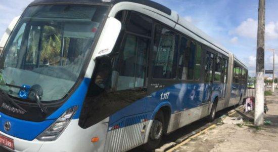 Manutenção retira metade dos BRTs da linha TI Camaragibe/TI Macaxeira