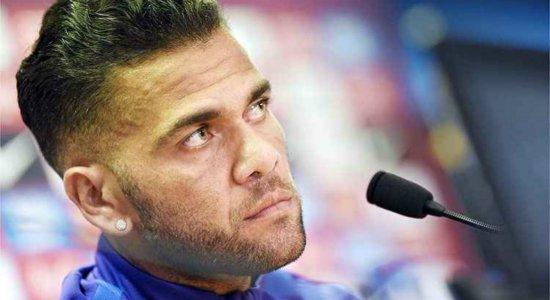 Com Daniel Alves fora da Copa, Tite deve chamar Rafinha ou Danilo