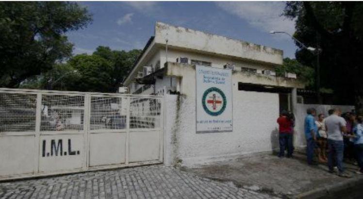O corpo dos dois rapazes foi recolhido pelo Instituto Médico Legal (IML). Os suspeitos do crime ainda não foram identificados
