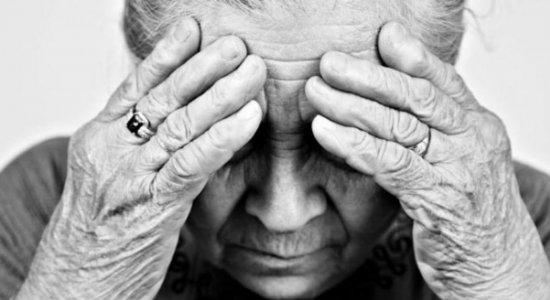 Jovem é presa suspeita de maltratar a avó no Brejo da Madre de Deus
