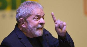 Lula foi condenado por corrupção passiva e lavagem de dinheiro no caso do triplex de Guarujá