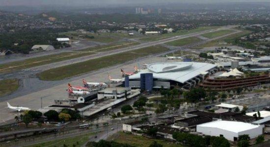 Passageiros receosos com cancelamentos de voos no Aeroporto do Recife