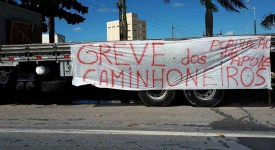 Greve dos Caminhoneiros ganha apoio de mais uma entidade; Bolsonaro se pronuncia