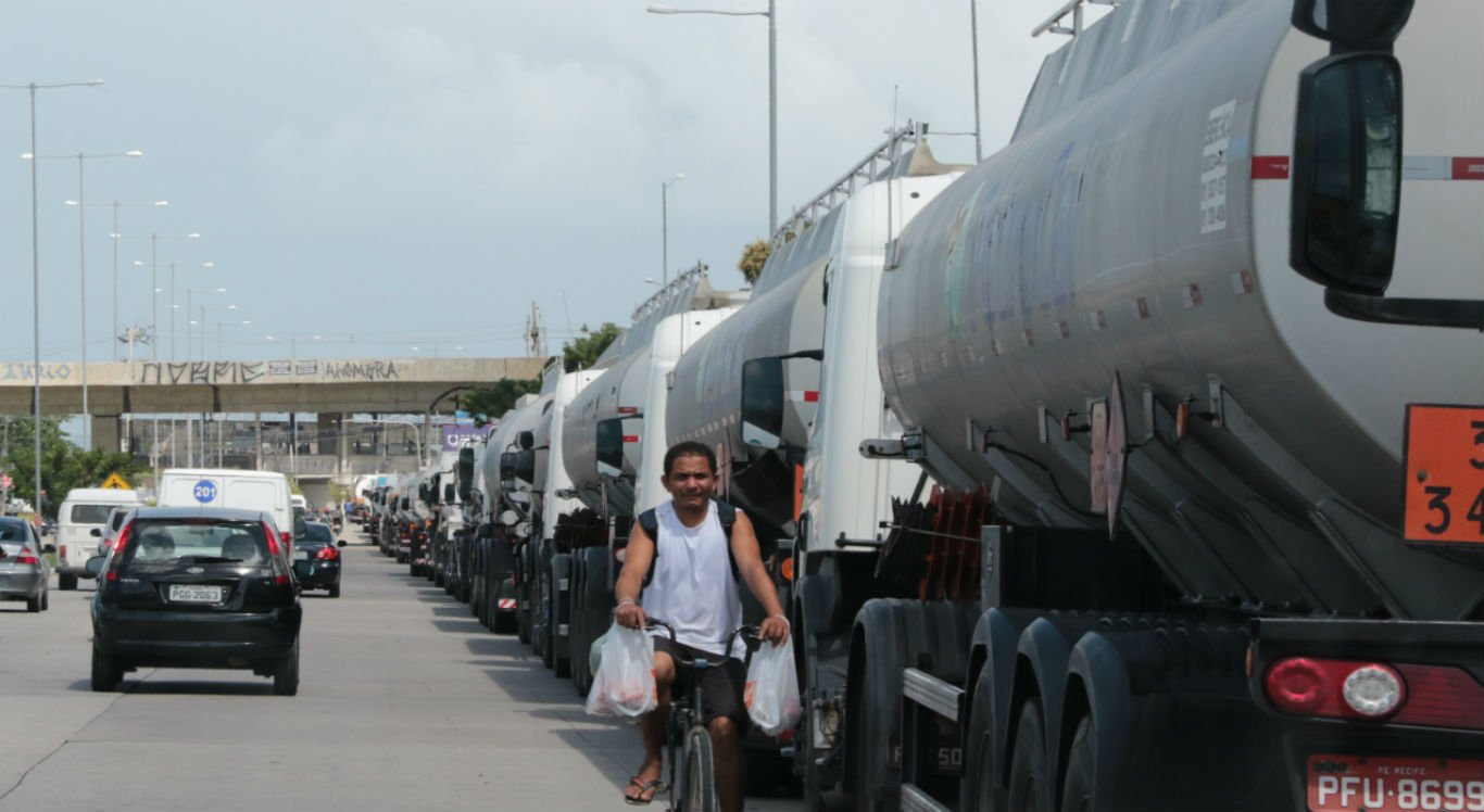 Todos os dias estão sendo liberados 120 caminhões tanque do Porto de Suape