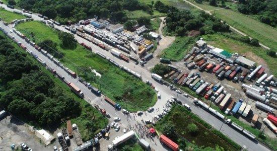 Há um ano, caminhoneiros iniciavam greve que paralisou o país