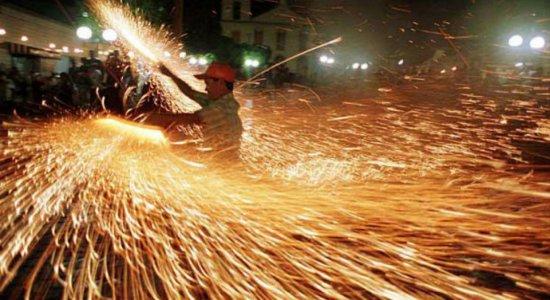 Médico orienta sobre cuidados ao soltar fogos de artifício no São João