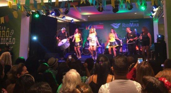 No 3º dia do Riomar Forró e Tradição, público lota o piso L3 do mall