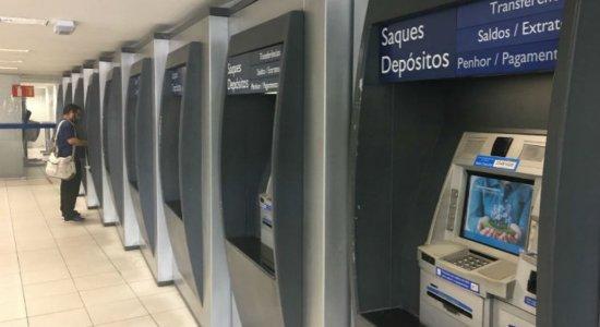 Caixa começa a pagar trabalhadores com direito a cotas do PIS