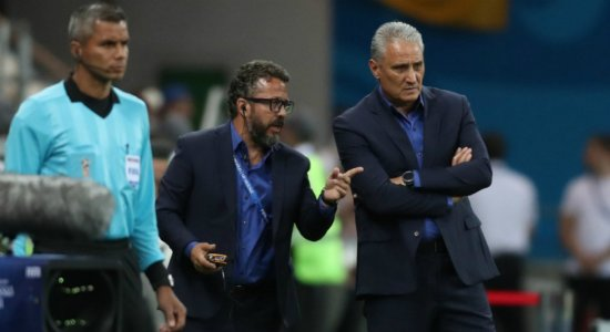 Para Tite, ansiedade atrapalhou jogadores do Brasil na estreia da Copa