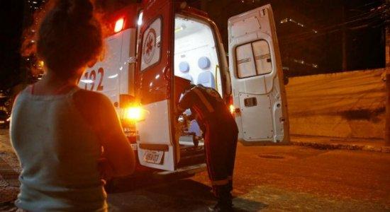 Moradora de rua é atingida por fogos de artifício no Centro do Recife