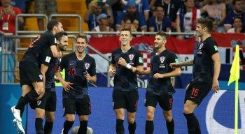 Jogadores da Croácia comemoram vitória e classificação com 100% de aproveitamento