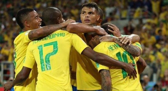 Seleção brasileira comemora segundo gol de Thiago Silva