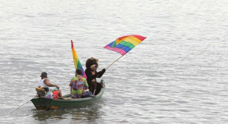 Ato do Dia Internacional do Orgulho LGBTI+ coloriu Rio Capibaribe