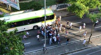 Briga entre torcida organizada no bairro da Tamarineira