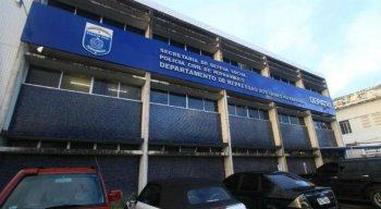 Os presos e o material apreendido estão sendo levados para o Depatri, em Afogados