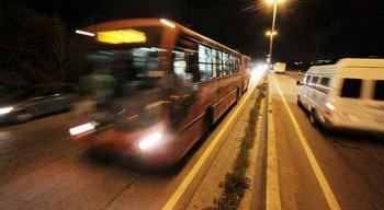 Dos nove ônibus assaltados nessa quinta-feira na RMR, quatro fazem integração com o TI Joana Bezerra