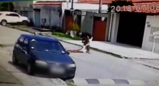 Homem que agrediu companheira em via pública vai pro Cotel