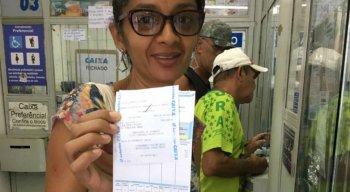 Clientes comemoram retorno do serviço em lotéricas