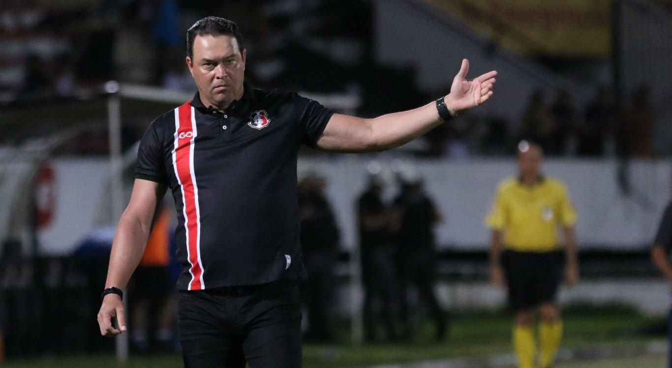 Santa Cruz deve anunciar novo treinador até o final do mês
