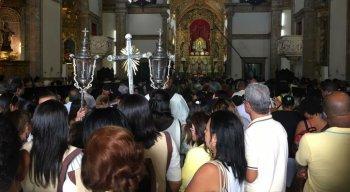 Basílica de Nossa Senhora do Carmo lotada de fiéis