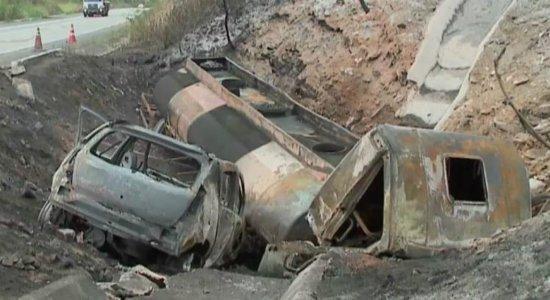 Tentativa de assalto ocasionou acidente com mortes na BR-232