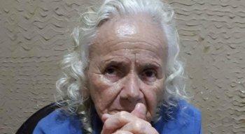A idosa apresenta sinais de perda de memória
