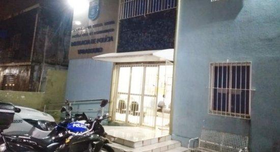 Dupla é presa suspeita de assaltar casal em Olinda