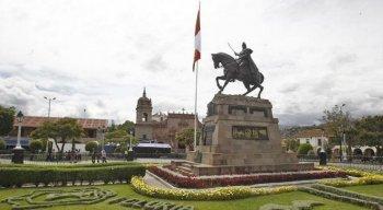 Presidente dissolve Congresso e agrava crise no Peru