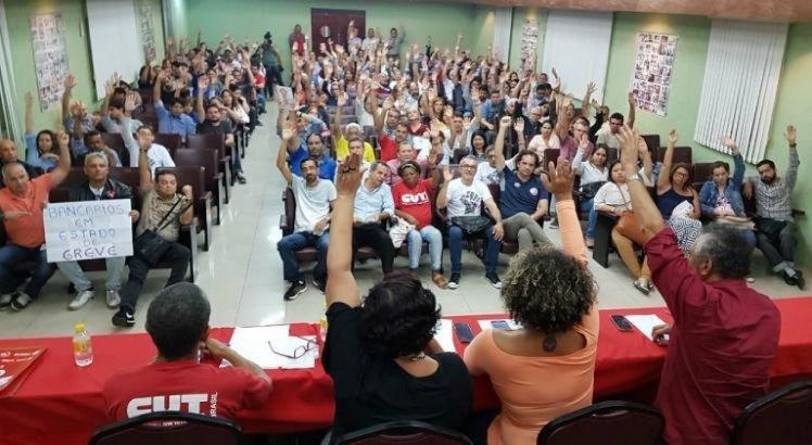 Em estado de greve, bancários paralisam atividades nesta sexta