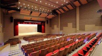 O Teatro RioMar tem 696 lugares