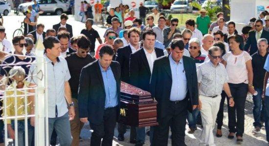 Corpo de Geraldo Coelho é sepultado em Petrolina e prefeito declara luto
