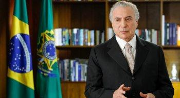 """Temer afirmou que o governador Paulo Câmara esteve ao lado dele durante todo o processo do impeachment. """"Depois da eleição ele pacífica, tenha certeza disso"""", afirmou."""