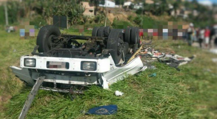 Caminhão capota e deixa um morto e dois feridos em Ribeirão