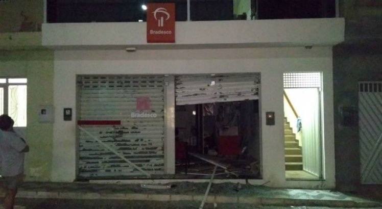 A explosão, que aconteceu na madrugada desta quinta-feira, assustou os moradores do local