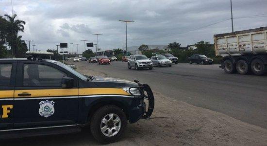 Polícia Rodoviária Federal faz operação nas estradas no feriado de Finados