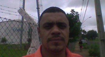 Adelio Bispo de Oliveira tem 40 anos e completou curso superior. Ele é natural de Montes Claros, no Norte de Minas Gerais