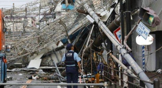 Socorristas procuram sobreviventes de terremoto no Japão