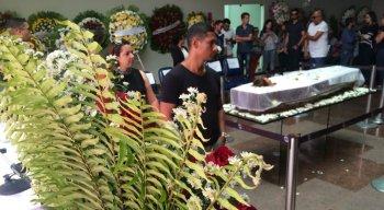 Corpo da jornalista e apresentadora está sendo velado no Cemitério Morada da Paz