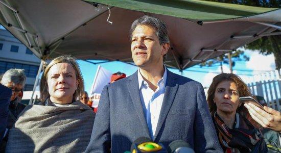 Gleisi diz que Haddad, a pedido de Lula, não irá mais visitá-lo