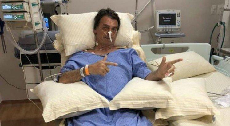 Bolsonaro se recupera após ter sido esfaqueado durante ato de campanha