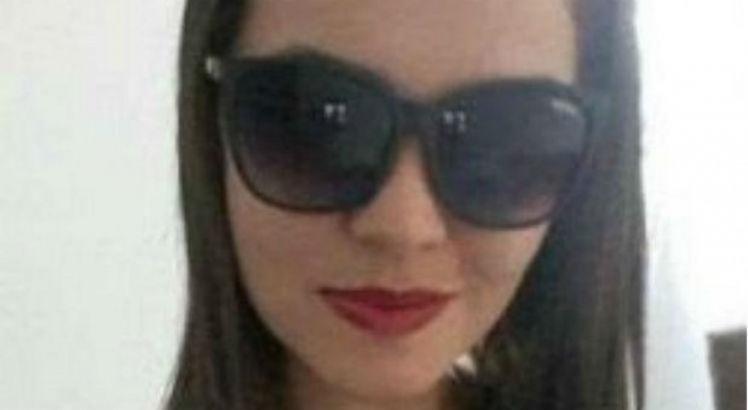 Aline Ribeiro de Araújo, de 31 anos, foi encontrada morta dentro de casa com duas perfurações de bala